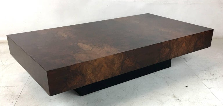 Late 20th Century Italian Bookmatched Burl Veneer Coffee Table For Sale