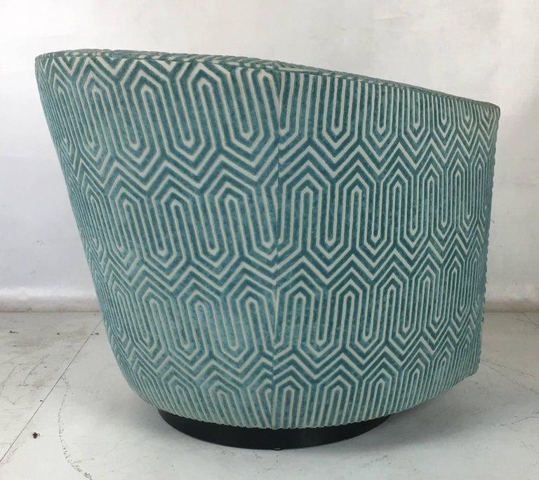 Velvet Elegant Pair of Designer Swivel Chairs Attributed to Milo Baughman For Sale
