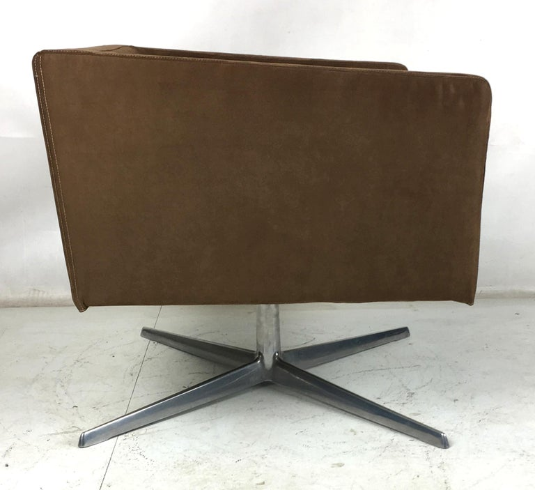Mid-Century Modern Cubica Swivel Lounge Chair by Verzelloni, Italia For Sale