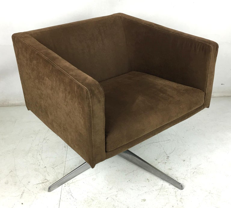 Cubica Swivel Lounge Chair by Verzelloni, Italia In Excellent Condition For Sale In San Leandro, CA