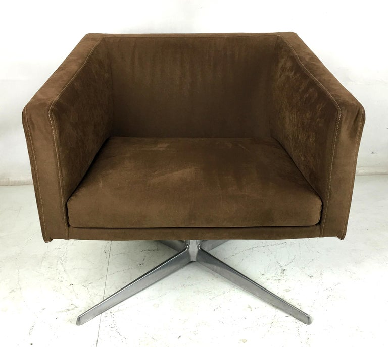 Contemporary Cubica Swivel Lounge Chair by Verzelloni, Italia For Sale
