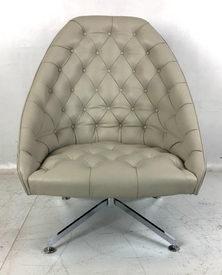 Mid-Century Modern Rare Swivel Lounge Chair and Ottoman by Milo Baughman for Thayer Coggin For Sale