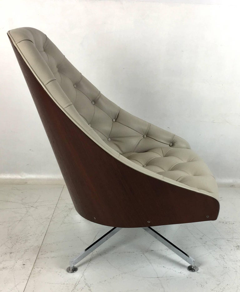 Mid-20th Century Rare Swivel Lounge Chair and Ottoman by Milo Baughman for Thayer Coggin For Sale