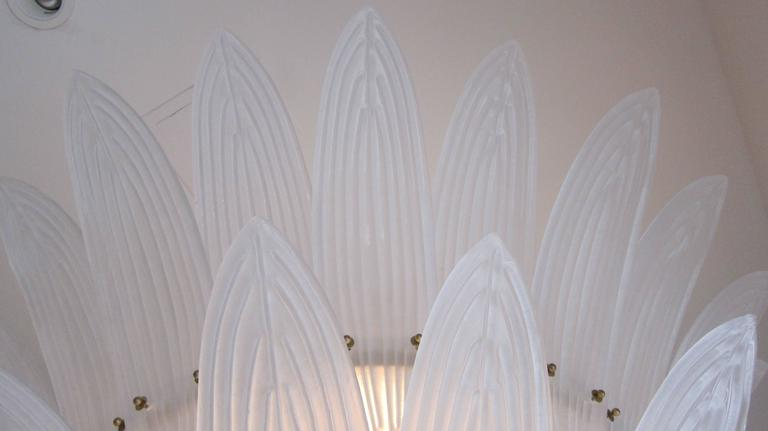 Monumental Hollywood Regency style Palm Leaves Glass Chandelier In Excellent Condition For Sale In Miami, FL