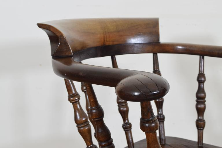 English Turned Chestnut Windsor Chair, 19th Century For Sale 1