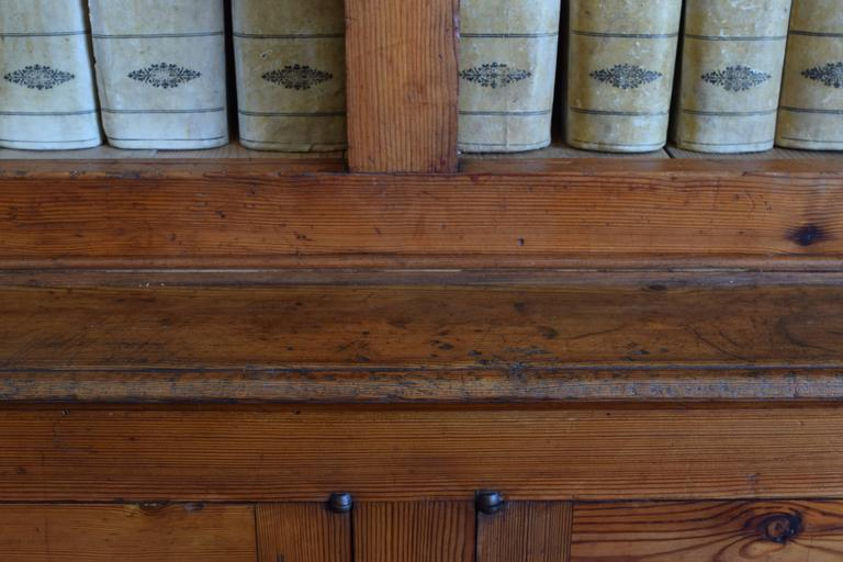 Italian circa 1870 Large Bookcase in Chestnut, Open Shelves and Locking Cabinets For Sale 5