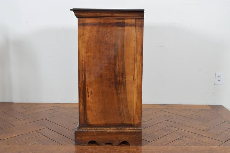 Italian Walnut Tall Three-Drawer Commode, 19th Century For Sale 1