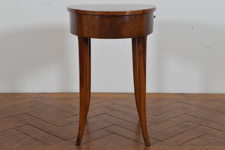 Italian Neoclassical Walnut Oval One Drawer Side Table, 19th Century 3