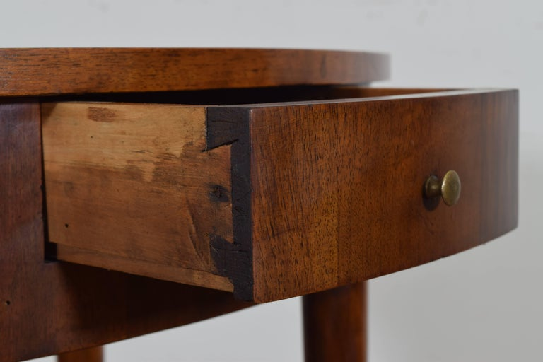Italian Neoclassical Walnut Oval One Drawer Side Table, 19th Century 5