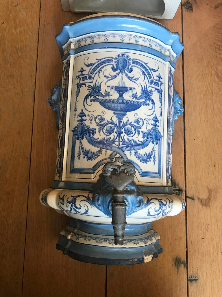 Early 19th Century Creil- Montereau French Blue & White Faience 3 Piece Lavabo For Sale 6