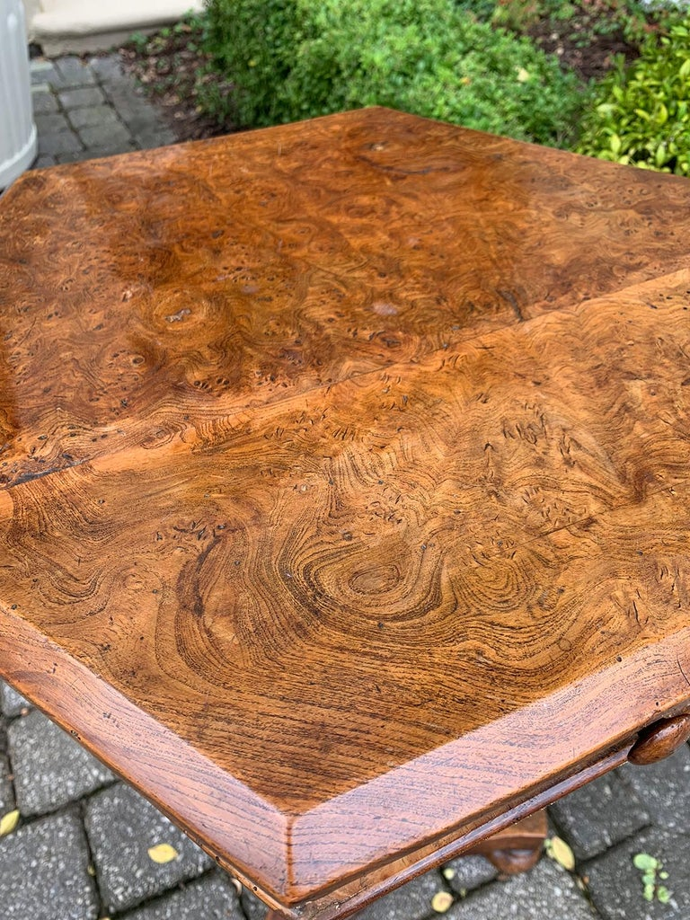 19th Century William IV Burled Walnut Octagonal Top Table For Sale 3