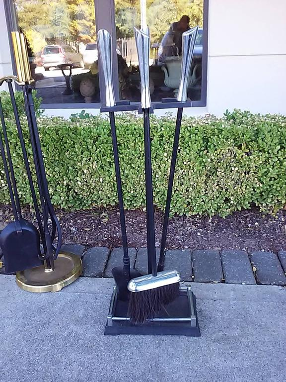 Mid-Century Chrome Fire Tools on Stand In Good Condition For Sale In Atlanta, GA