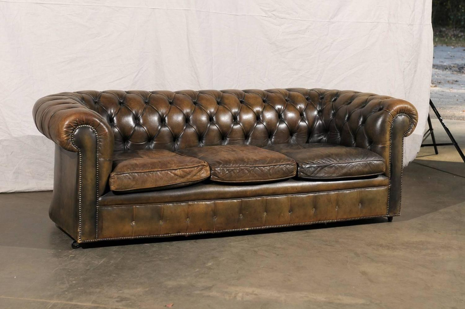 20th Century English Chesterfield Sofa For Sale at 1stdibs : 16BS024Dz from www.1stdibs.com size 1500 x 997 jpeg 145kB