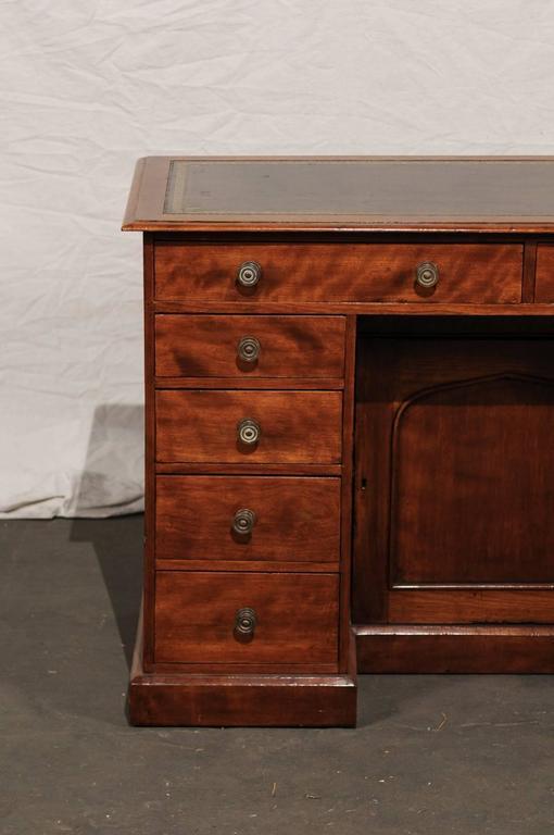 19th Century English Mahogany Knee-Hole Desk In Good Condition For Sale In Atlanta, GA