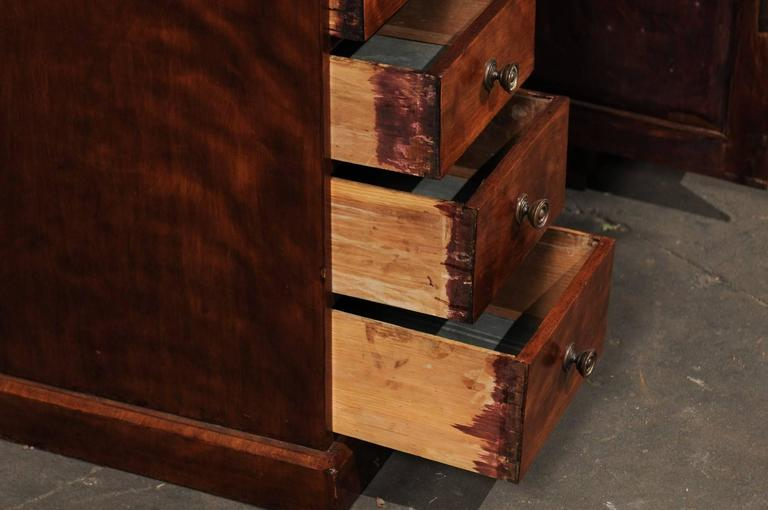 19th Century English Mahogany Knee-Hole Desk For Sale 3