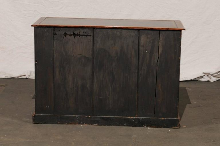 19th Century English Mahogany Knee-Hole Desk For Sale 7