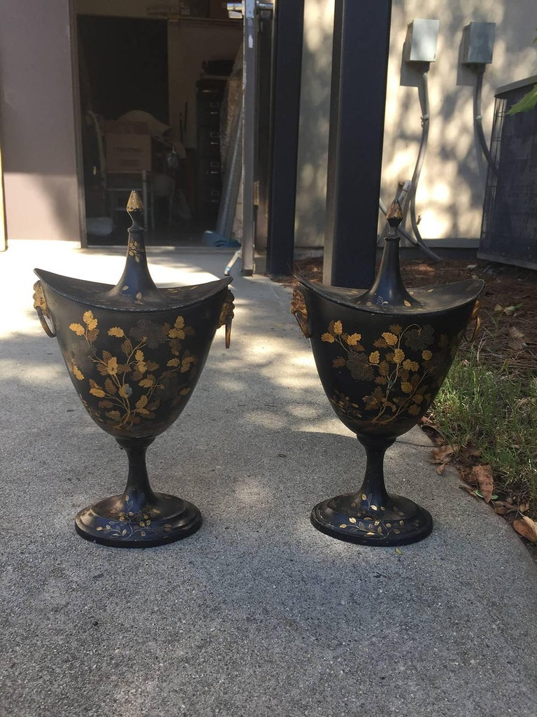 Pair of English Regency Tole Peinte Chestnuts Urns, circa 1820 In Good Condition For Sale In Atlanta, GA