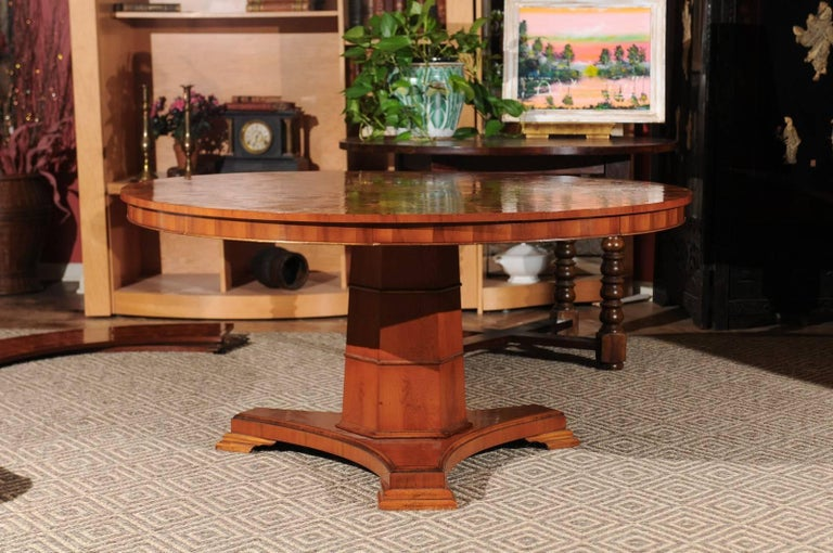 This Is A Beautiful Vintage Table Notice The Wonderful Design On Top It Regency Style Yew Wood Round Dining