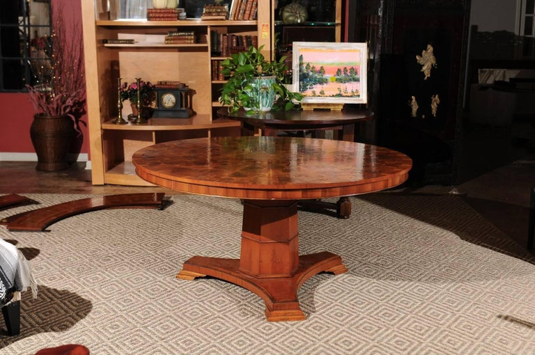 Regency Style Yew Wood Round Dining Table In Excellent Condition For Sale Atlanta GA