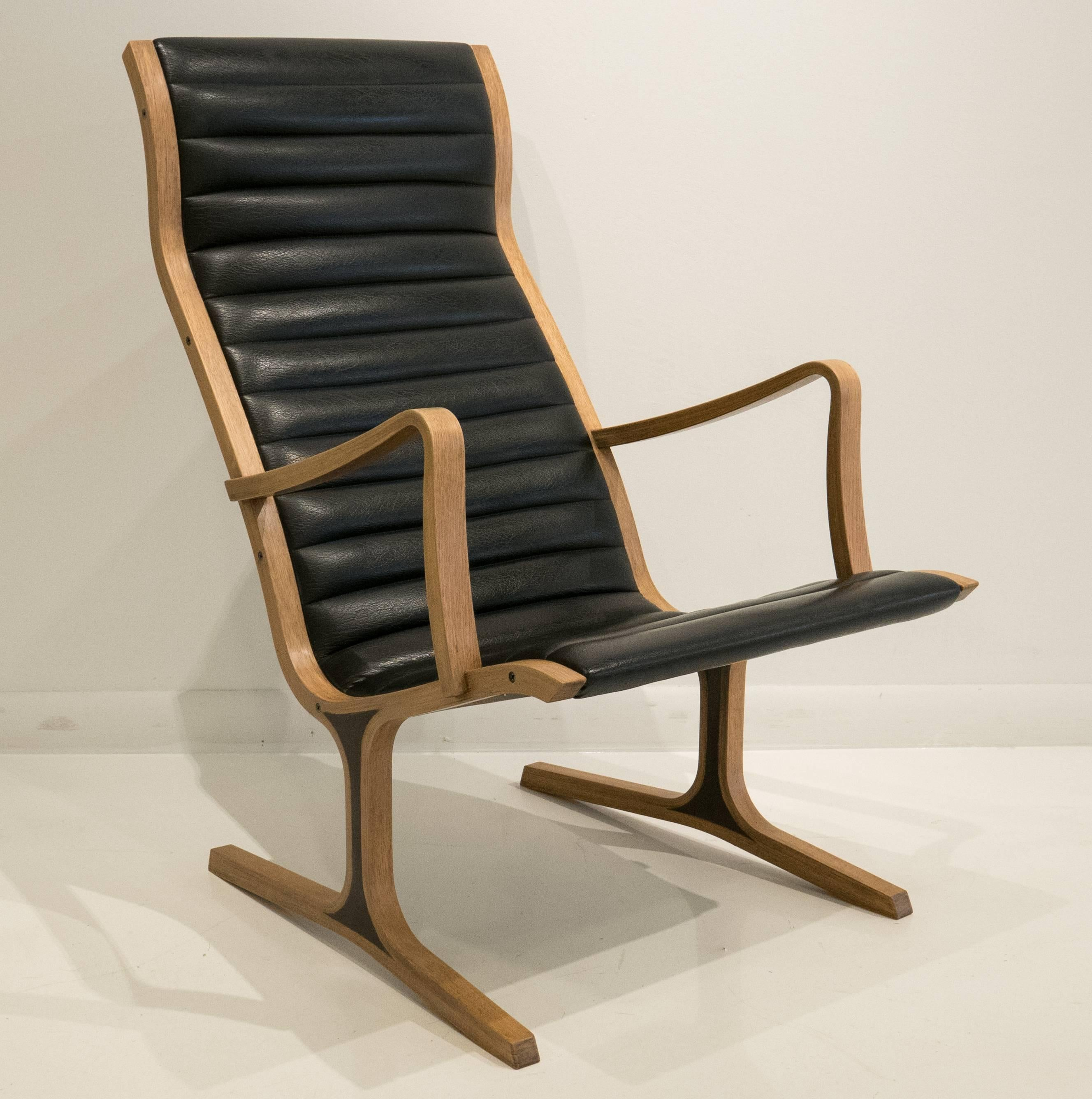 Japanese Heron Chair with Footrest by Mitsumasa Sugasawa For Sale & Heron Chair with Footrest by Mitsumasa Sugasawa For Sale at 1stdibs