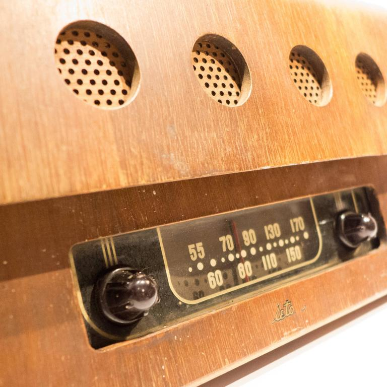 Mid-20th Century Rare Charles and Ray Eames Molded Plywood Radio For Sale