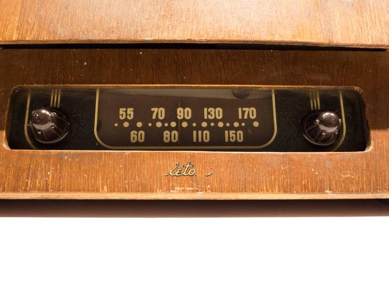 Glass Rare Charles and Ray Eames Molded Plywood Radio