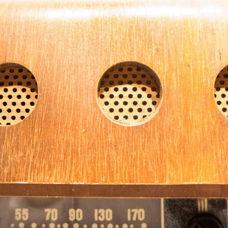 Rare Charles and Ray Eames Molded Plywood Radio For Sale 1