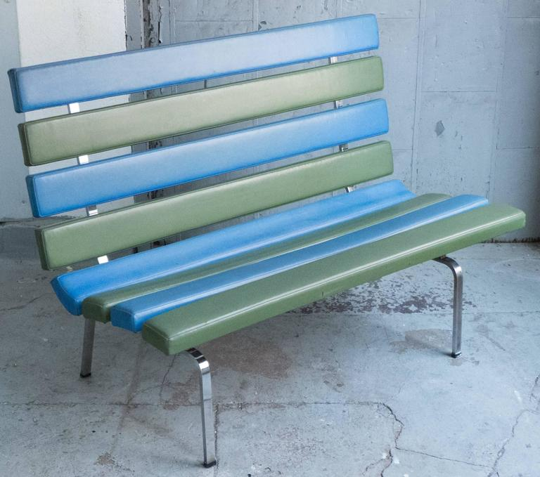 Rare slatted settee on chromed steel base designed by Gerald McCabe and produced in California by Pacific Furniture, circa 1965. Sort of Marshmallow Sofa meets park bench. In its original blue and green vinyl. Ref: