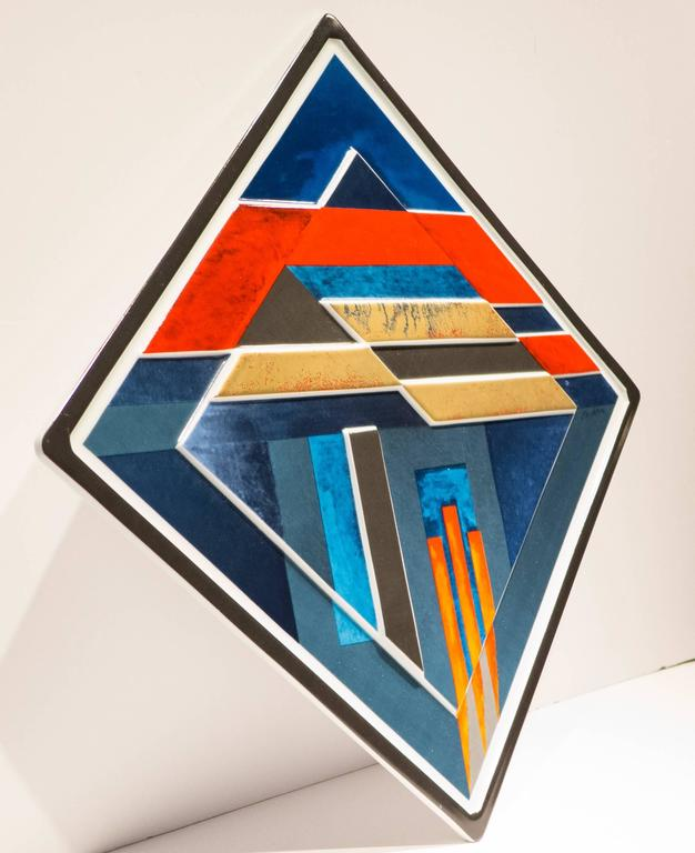 Porcelain plaque for the Jahresteller series, by German abstract painter, sculptor, and graphic artist Otto Herbert Hajek. Produced by Rosenthal Studio Line in 1980 in a limited edition of 3,000 of which this is number 1918. The Jahresteller series