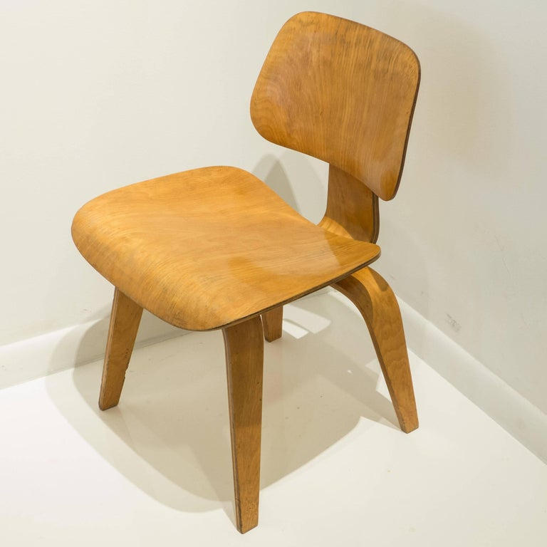 Iconic DCW in birch plywood, designed by Charles and Ray Eames in 1945 and produced by the molded plywood division of Evans Products. Early label the second in the chronology dates the production to c. 1946-7. With all original elements also pointed