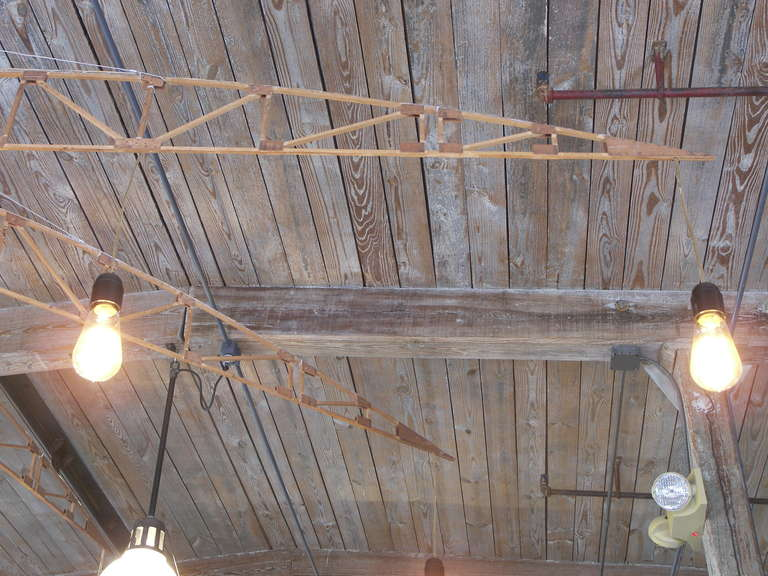 Airplane Truss Chandelier In Good Condition For Sale In Oakville, CT