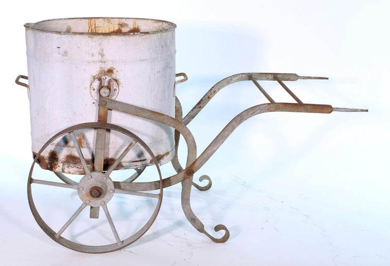 Early 20th Century Iron and Zinc French Water Barrow For Sale 4