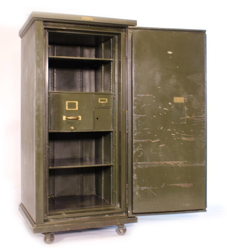 Vintage Steel Safe-Cabinet Co. Safe For Sale 5