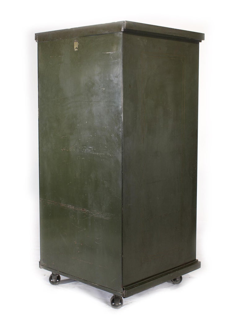 Vintage Steel Safe-Cabinet Co. Safe In Distressed Condition For Sale In Oakville, CT