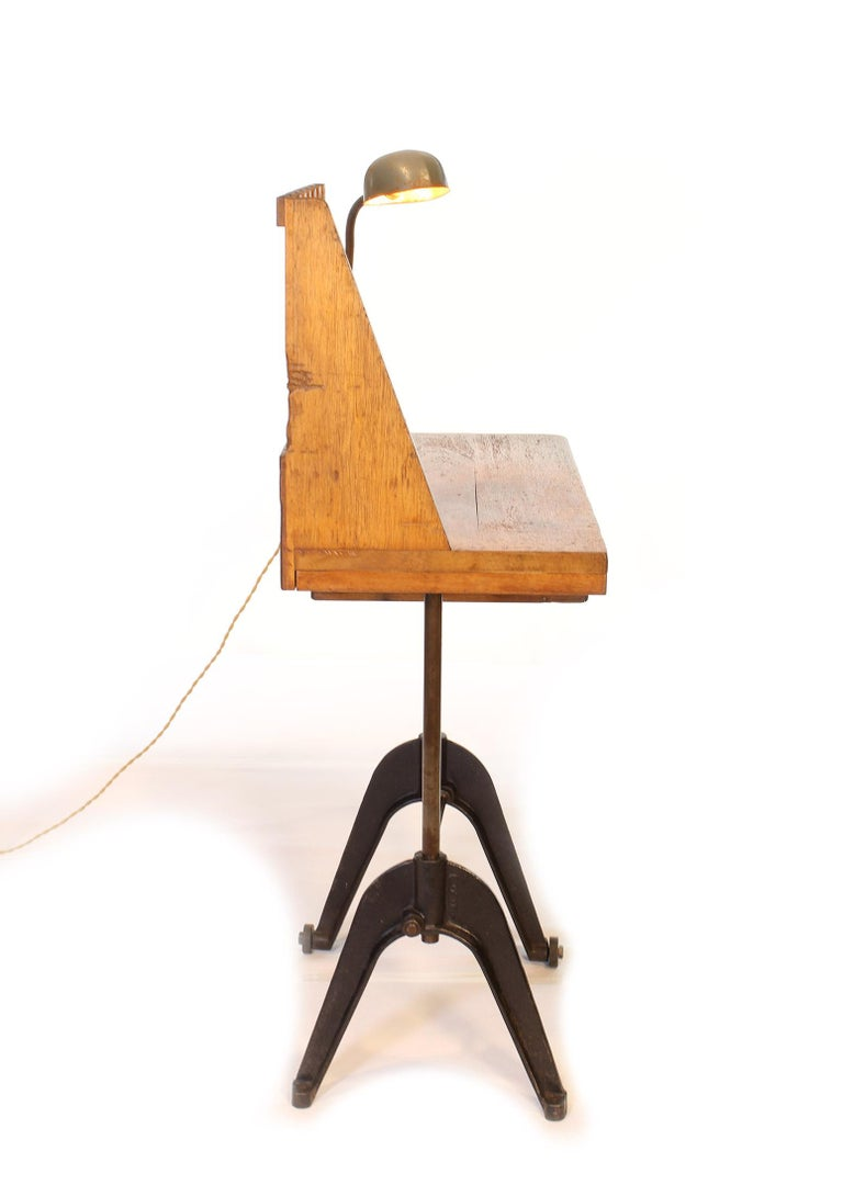 Vintage Industrial Entryway Hall Table or Desk with Clamp-On Lamp In Distressed Condition For Sale In Oakville, CT
