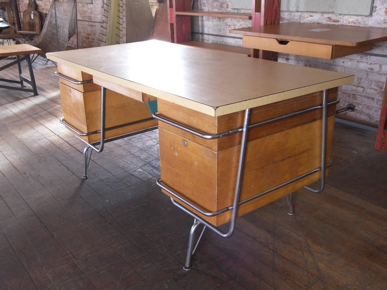 Heywood-Wakefield Desk, 1950s Mid-Century Modern Trimline Chrome and Wood In Good Condition For Sale In Oakville, CT