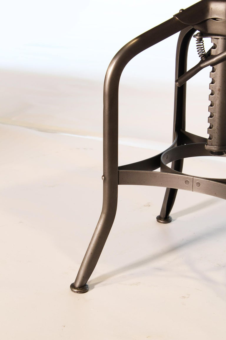 20th Century Pair of Vintage Toledo Bent Plywood Adjustable Stools For Sale