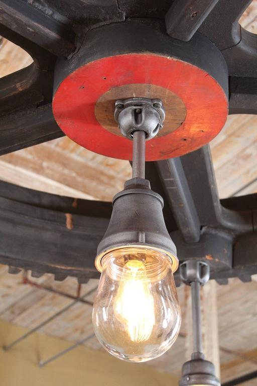 Chandelier - Vintage Industrial Pattern Wood & Glass Light Hanging Pendant Lamp For Sale 3
