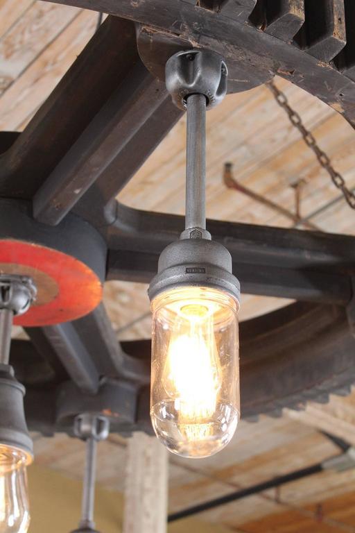 Chandelier - Vintage Industrial Pattern Wood & Glass Light Hanging Pendant Lamp For Sale 1