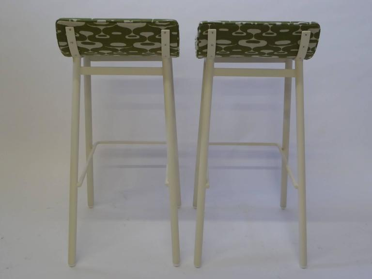 Mid-Century Modern Pair of 1950s MCM Curved Seat Bar Stools For Sale