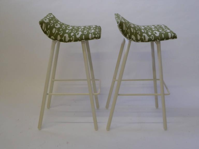 Pair of 1950s MCM Curved Seat Bar Stools In Excellent Condition For Sale In Miami, FL