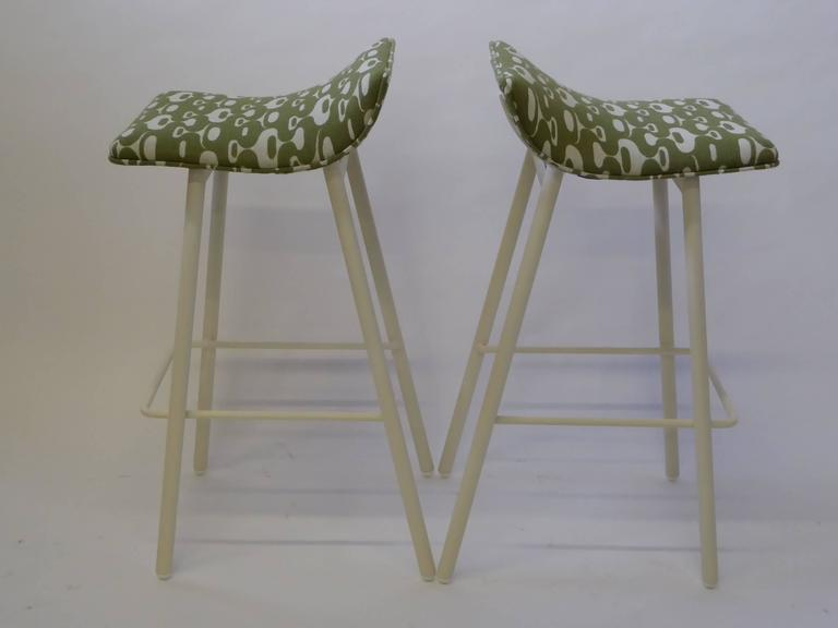 American Pair of 1950s MCM Curved Seat Bar Stools For Sale