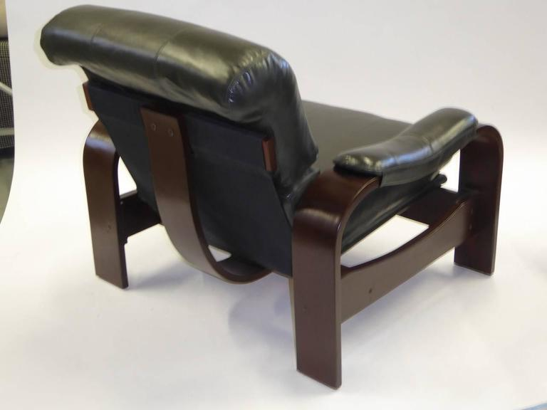 Alvar Aalto Style Dark Green Leather and Bentwood Lounge Chairs In Good Condition For Sale In Miami, FL