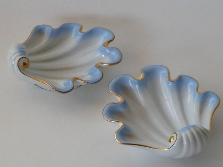 Pair of Herend Hungary Modern Shell Porcelain Vessels, 1939 For Sale 2