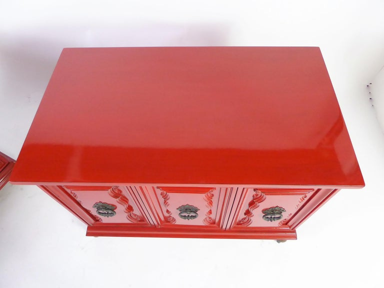 Hollywood Regency Red Lacquer Bedside Tables by Weiman For Sale 2