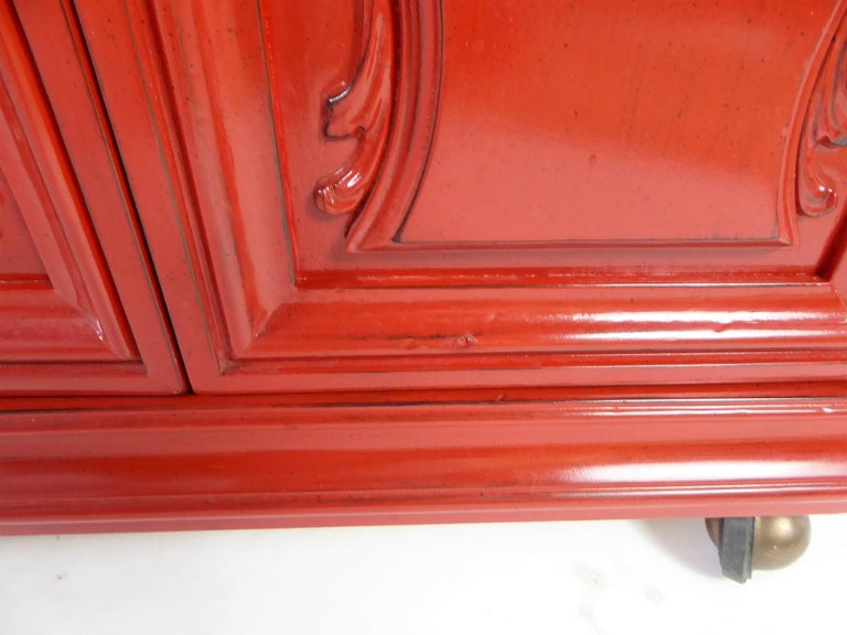 Hollywood Regency Red Lacquer Bedside Tables by Weiman For Sale 3