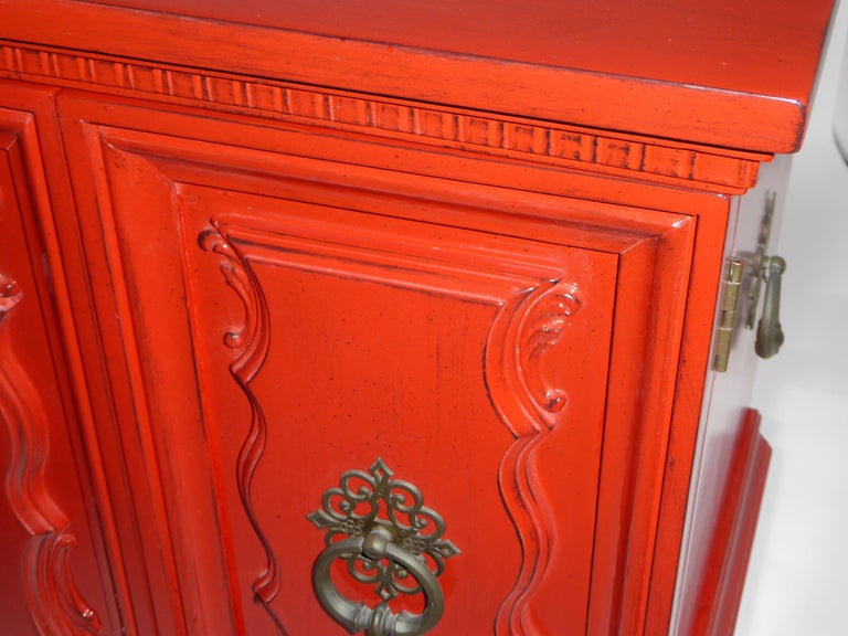 Hollywood Regency Red Lacquer Bedside Tables by Weiman For Sale 8