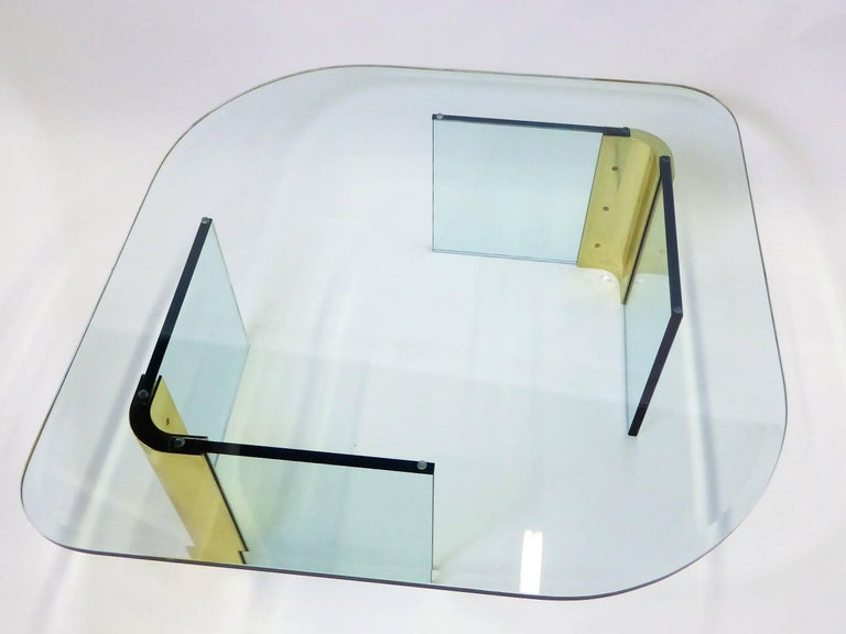 Leon Rosen Style Thick Glass and Brass Coffee Table Pace Collection In Excellent Condition For Sale In Miami, FL