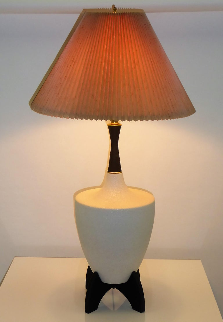 Pair of Modern Urn Shape Ceramic Table Lamps with Black Wood Stand and Neck For Sale 5