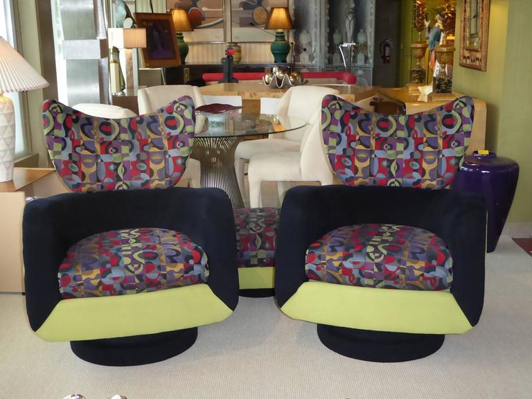 Pair of Vladimir Kagan Lounge Chairs for Directional with Ottoman In Good Condition For Sale In Miami, FL